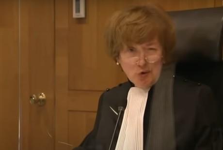 Is rechter mw mr M. A. F. Tan- de Sonnaville onafhankelijk?