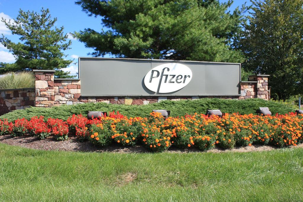 Pfizer analyseert het rapport om 'mogelijke ernstige allergische reactie' op het Covid-19-vaccin te beoordelen nadat gezondheidswerker in Alaska in het ziekenhuis is opgenomen