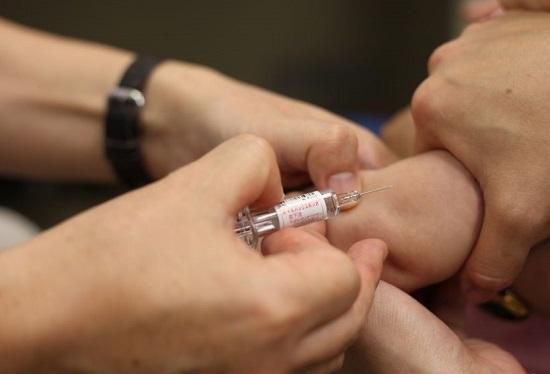 'Nanodeeltjes in coronavaccin Pfizer wekken allergische reacties op'