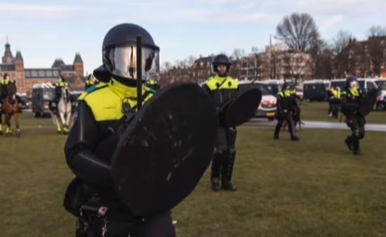 Politieagent: 'Ik kan het niet meer met mijn geweten verenigen hoe we met burgers om moeten gaan'
