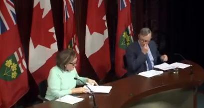 Blunder tijdens coronapersconferentie Canada: 'Ik zeg gewoon wat ze maar willen'