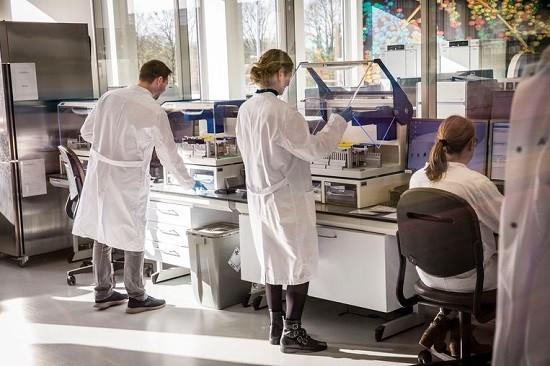 Spaanse regio maakt coronavaccinatie verplicht: boetes tot 60.000 euro